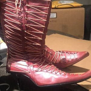 Pointy boots with heel